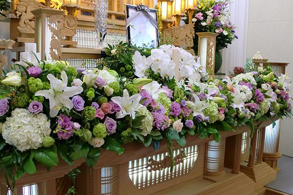 メモリーホールきずなの葬儀における祭壇サンプル